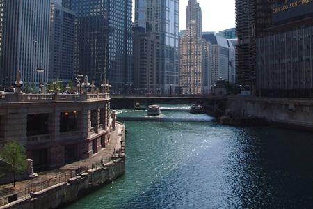 都市部の川