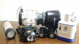 防災用のライトは数種類備える ~ ヘッドライトや小型の手回し充電式もあると便利
